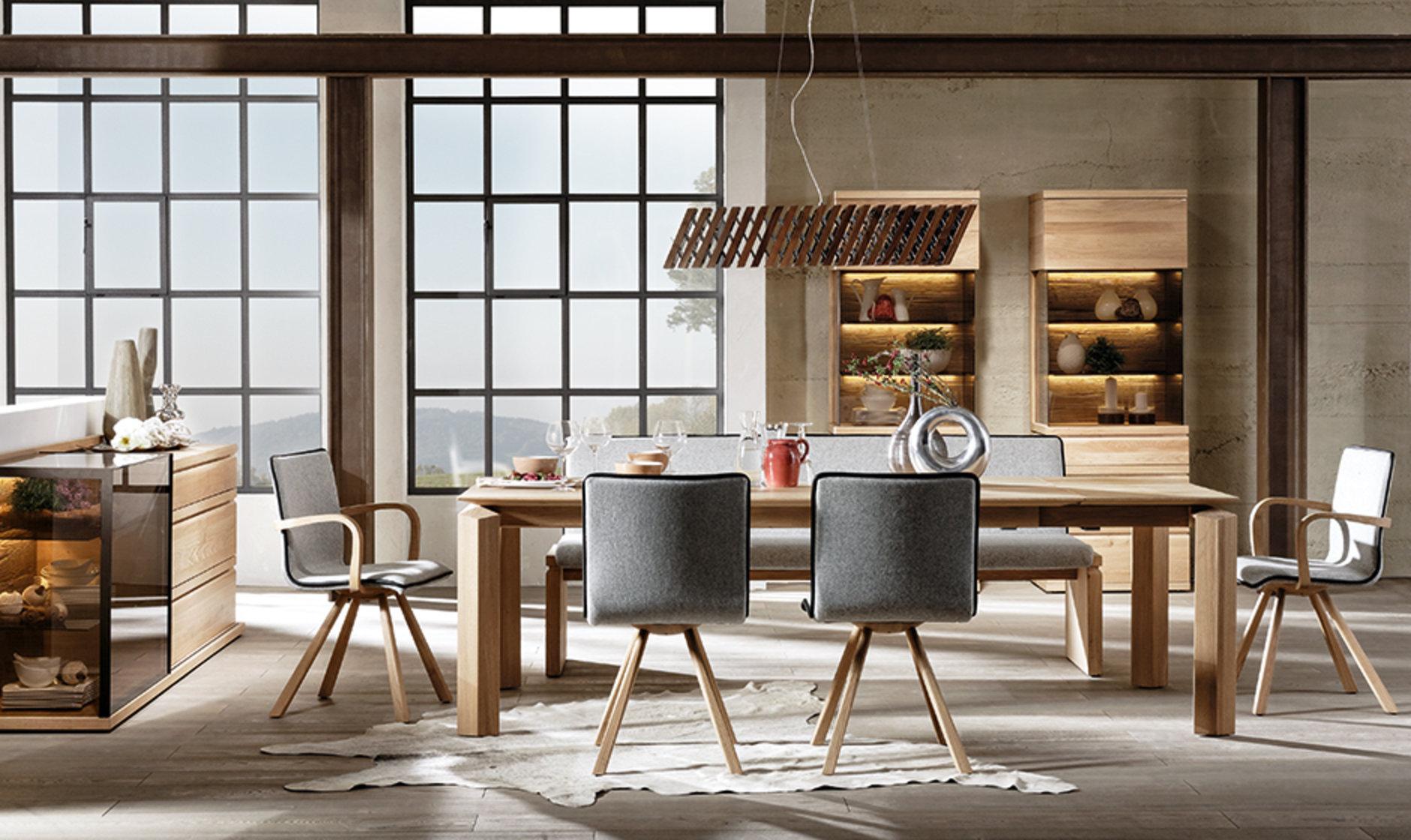 Esszimmerstühle aus Holz mit Filzbezug von Voglauer