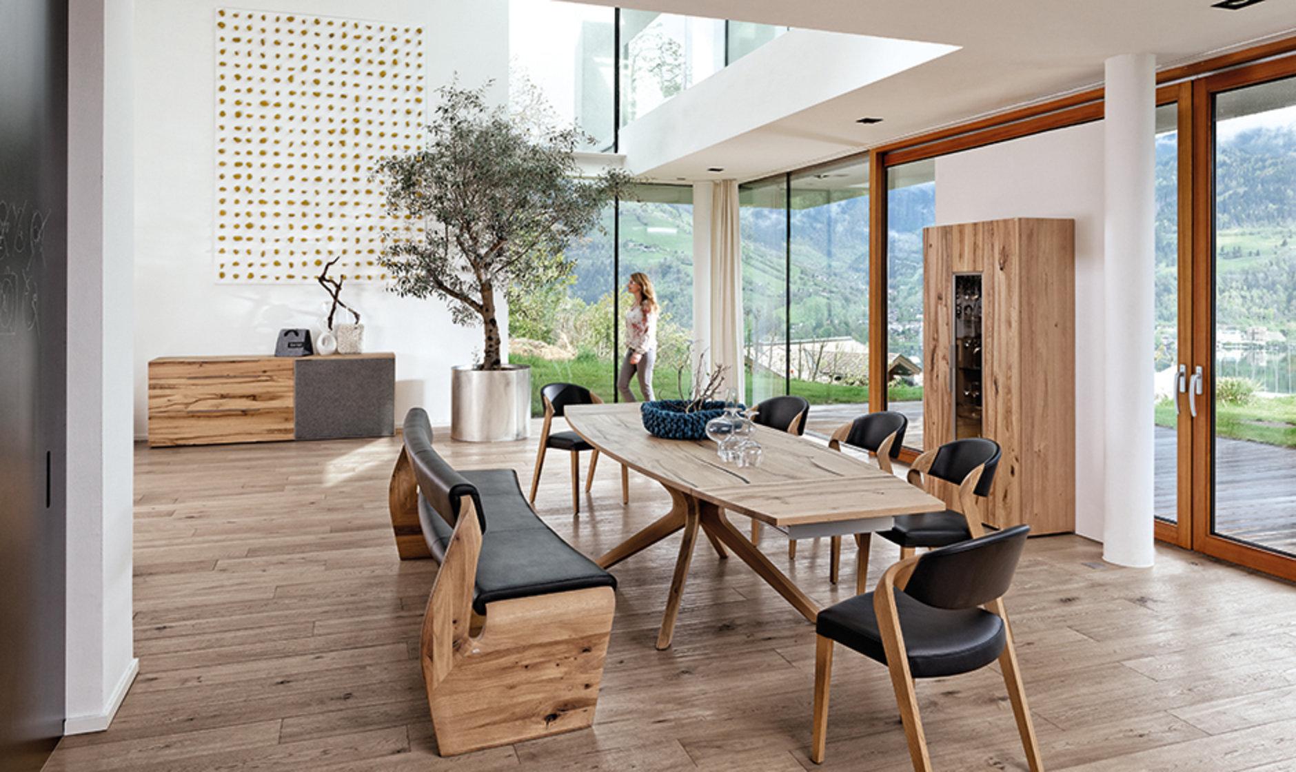 Esszimmerstuhl aus Holz und Leder von Voglauer