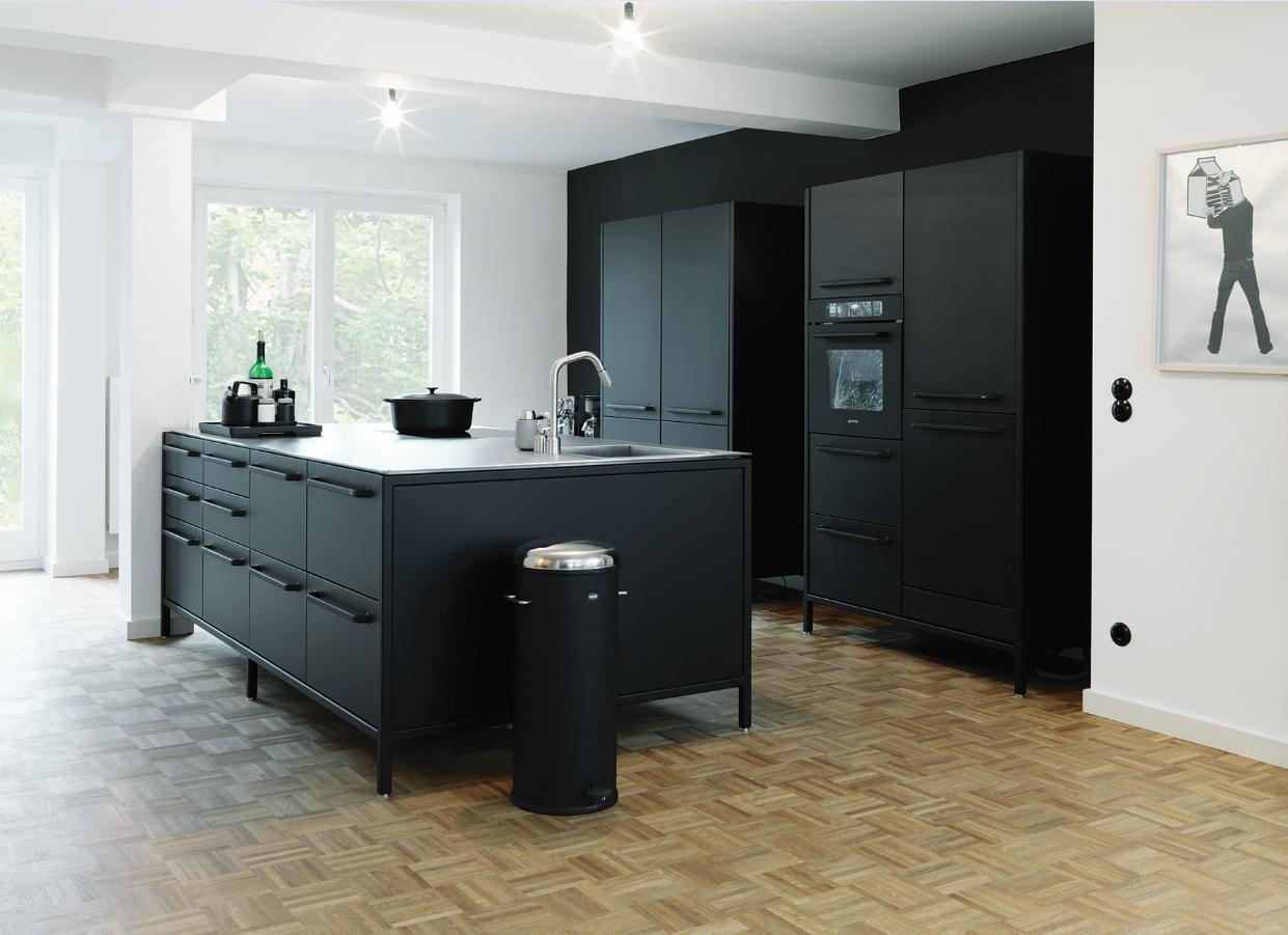 Bild schwarze Küche von Vipp