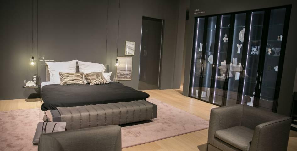 Bild eines dunkelgrauen Bettes