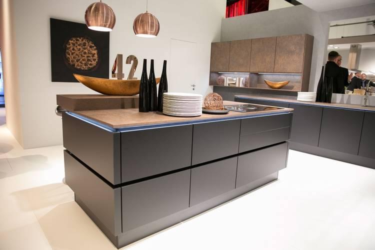 dunkelgraue nobilia Küche mit Kupfer