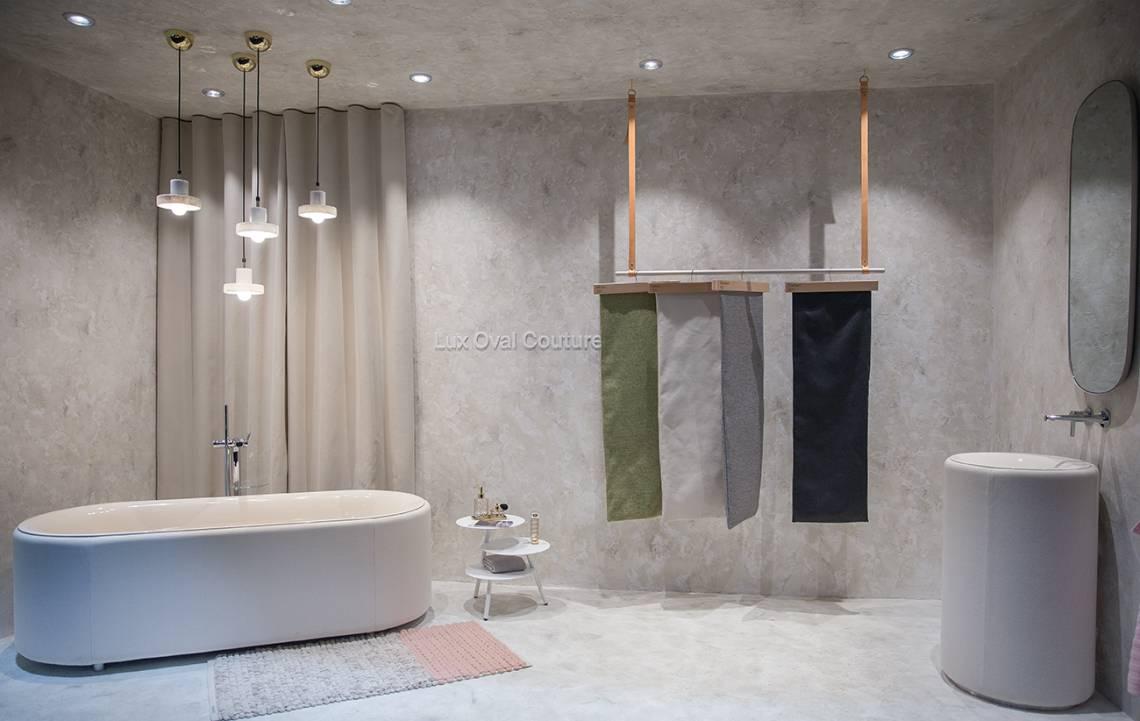 Badewanne mit Stoff bezogen