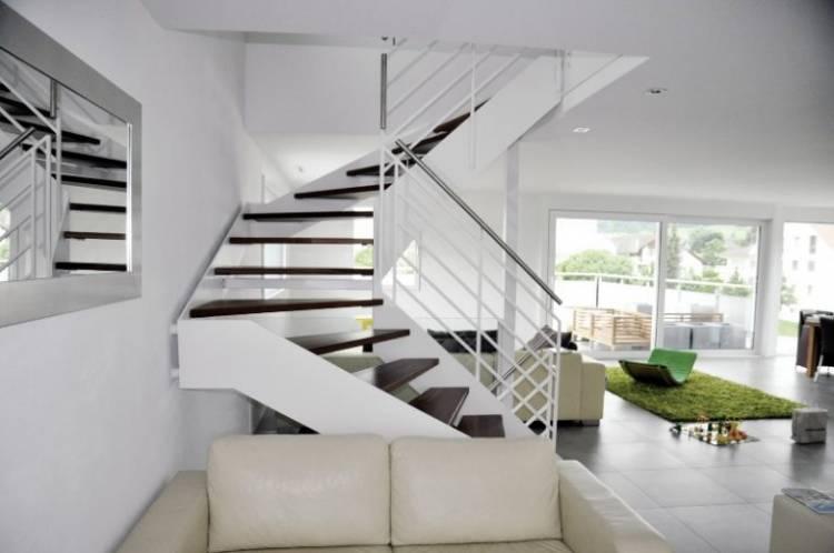 stadler-moderne-treppe-weiß
