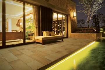 keramikplatten-fuer-terrasse-und-balkon-von-emperor-terrasse-am-abend