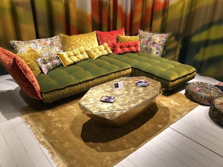 Samt-Bretz-sofa-planungswelten-imm