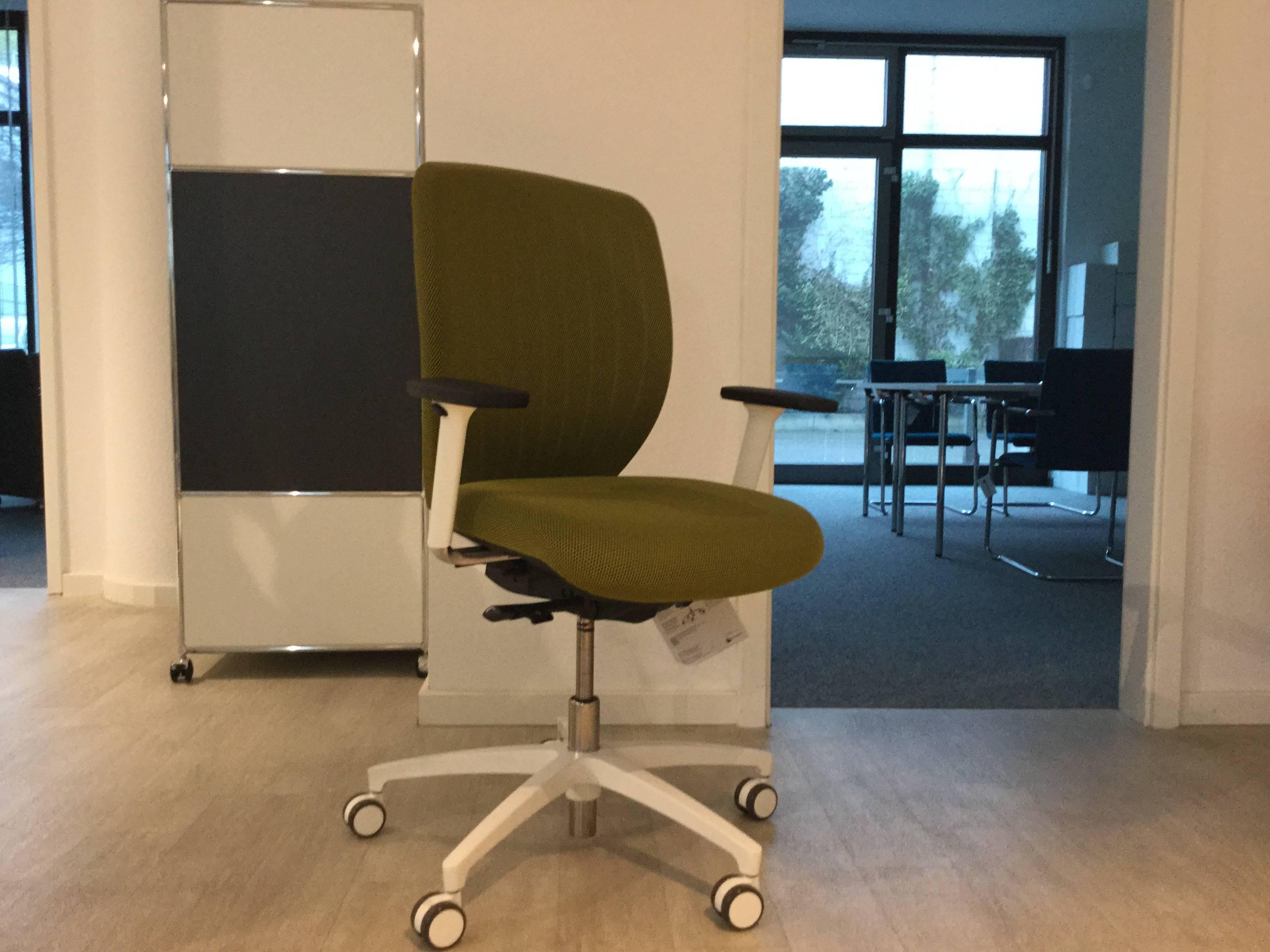 Bürostuhl / Drehstuhl hellgrün