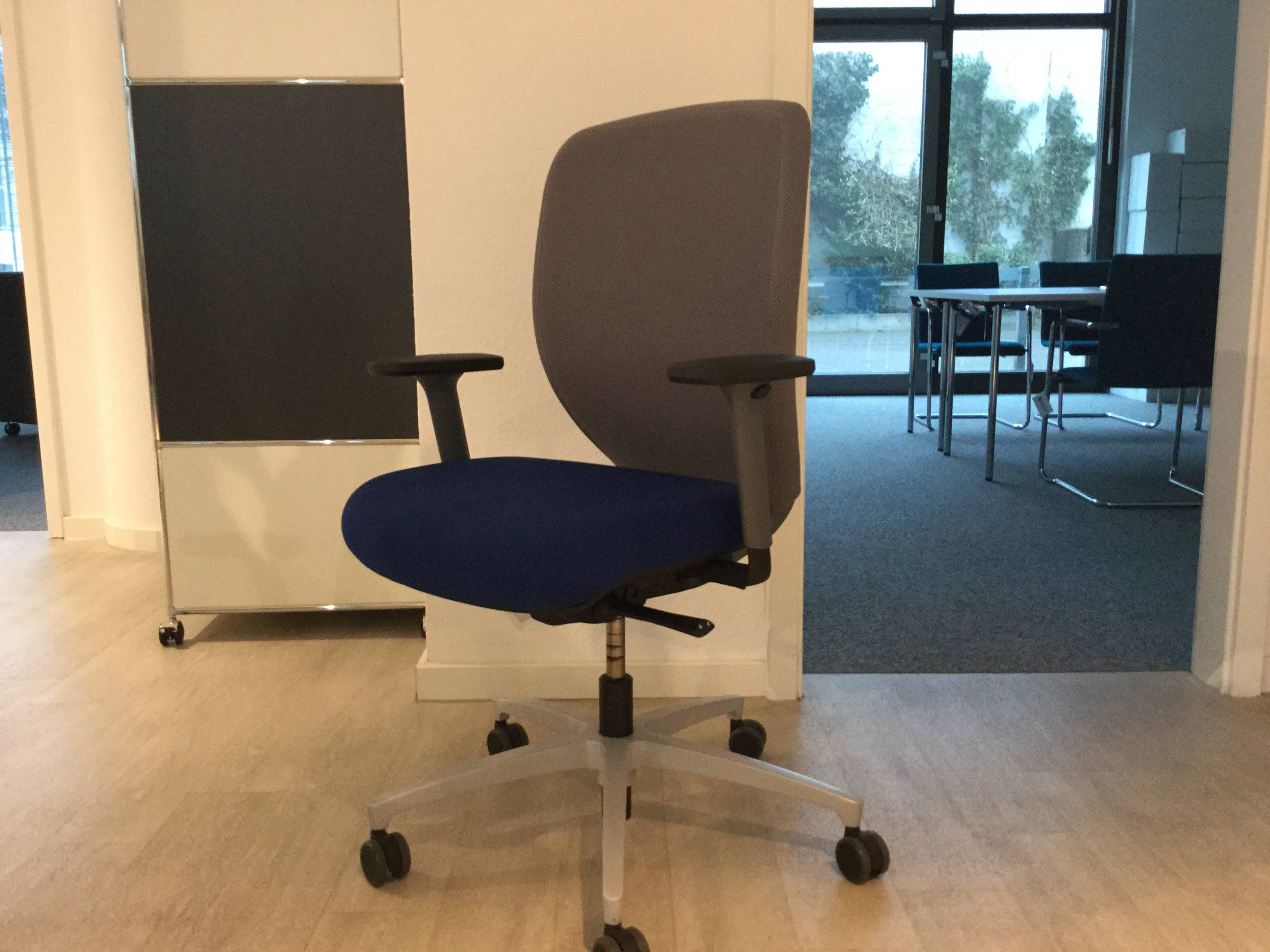 Bürostuhl / Drehstuhl dunkelblau