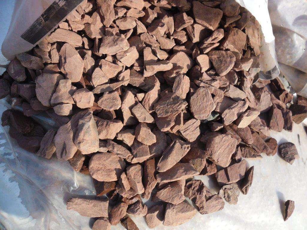 Splitt dunkelrot (10-30 mm)