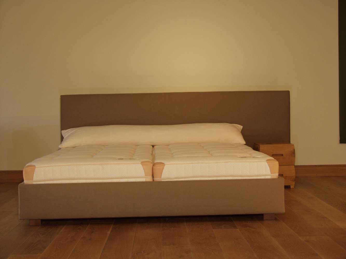 dormiente Polsterbett Aura 180*200 Bezug Toscana Farbe Taupe