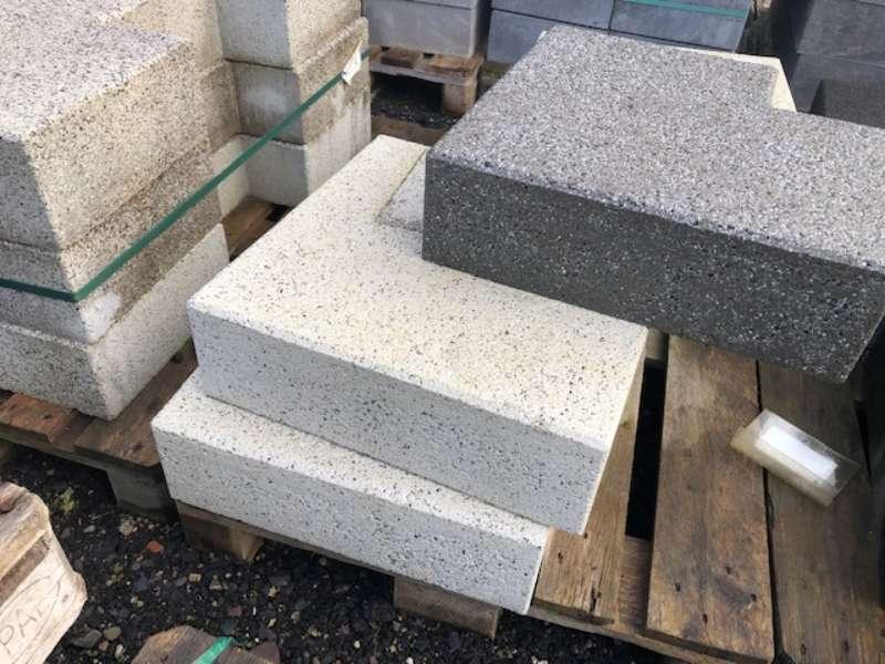 Vianova Stufen 90°Ecke 50/50x35x15 cm Zermattweiß Kugelgestrahlt (2.Wahl)