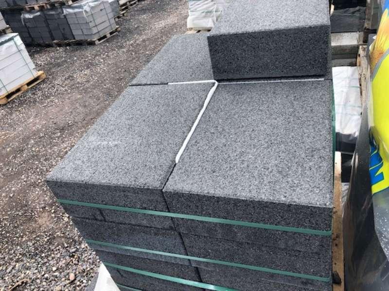 Planolith Blockstufen 50x35x15 cm Basananthazit Wassergestrahlt (Restposten)