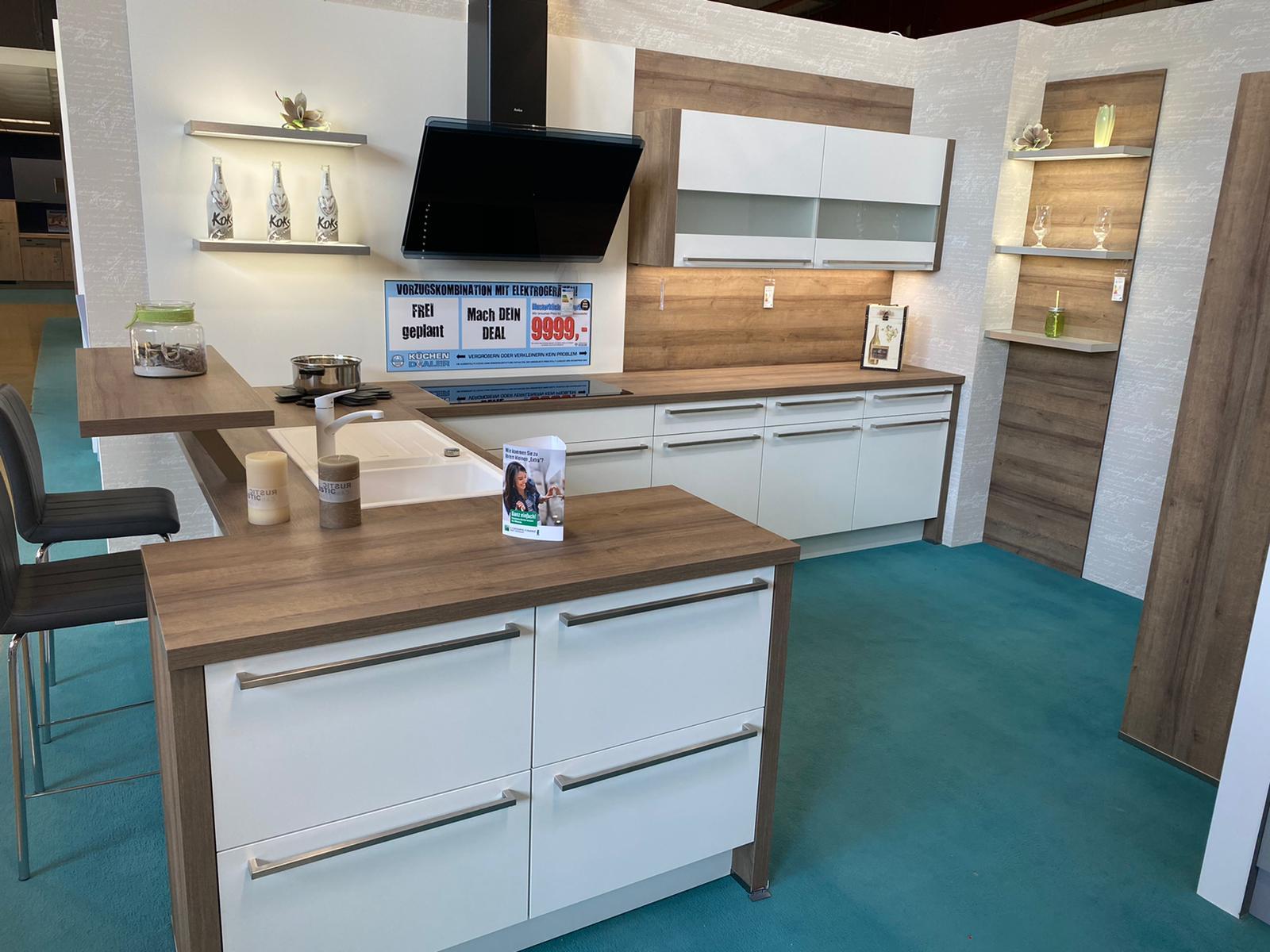 Abverkauf Einbauküche Yaspis / Küche mit E-Geräten Top Deal Koje 26