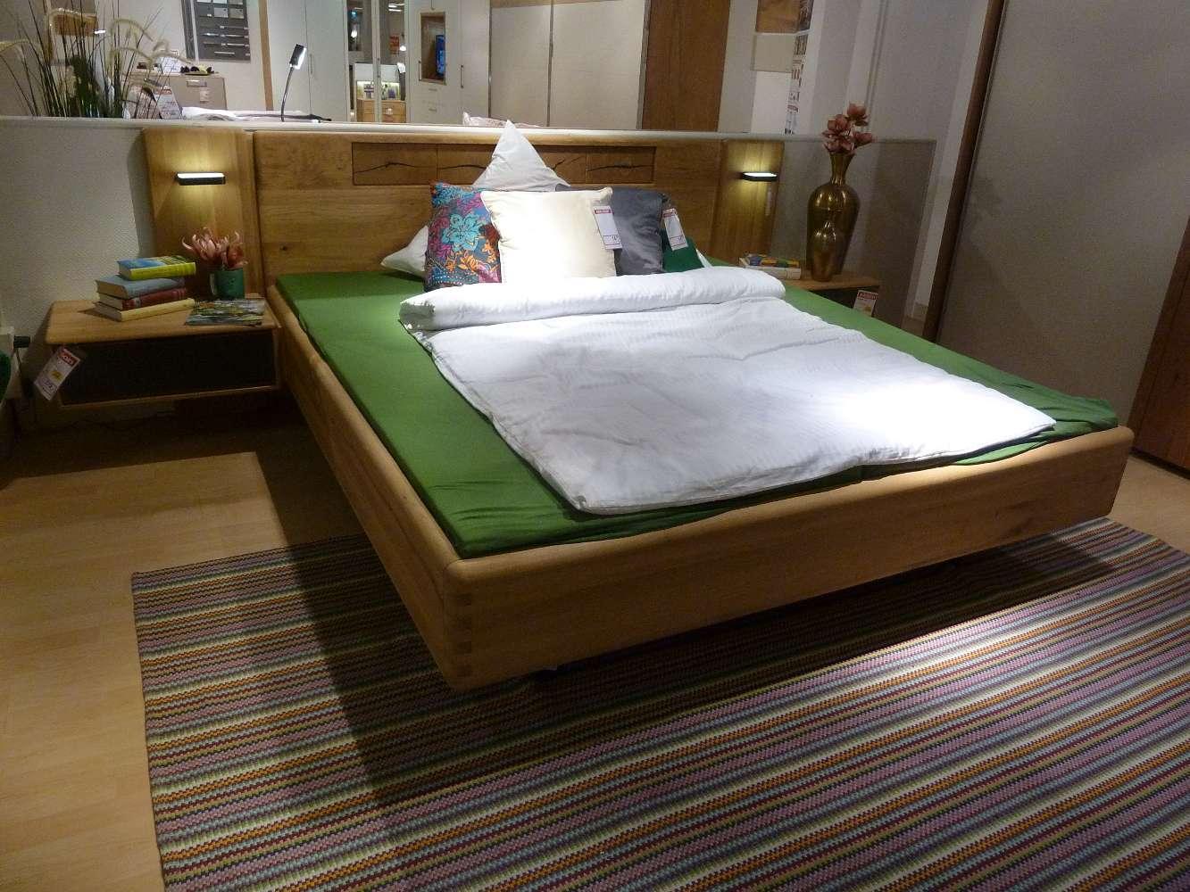 Schlafzimmer in Wildeiche massiv geölt