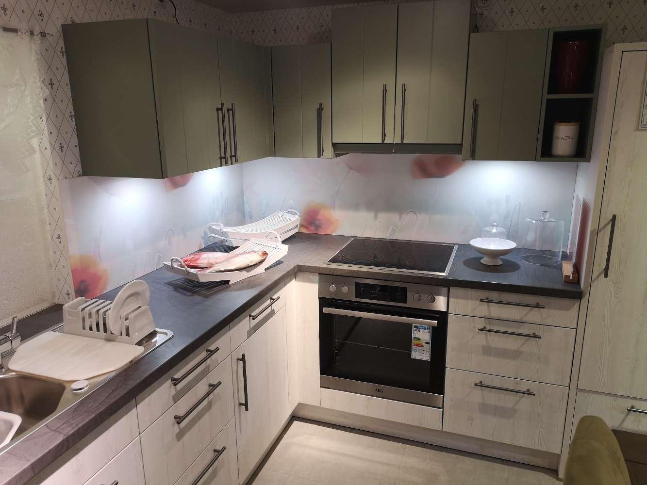 Musterküche Bari moderne, helle Küche Pinie gekalkt