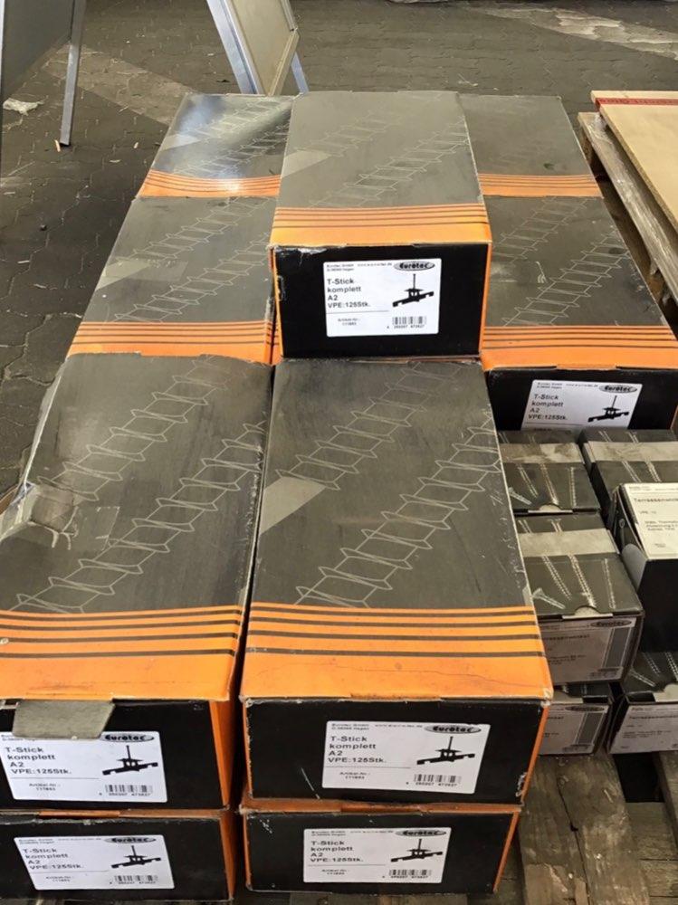 Eurotec Start/Endgleiter PVC mit 30% Glasfaser inkl. Schrauben (10 St./Geb.) + T-Sticks inkl. Inox Schrauben TX20 (125 St./Geb.)