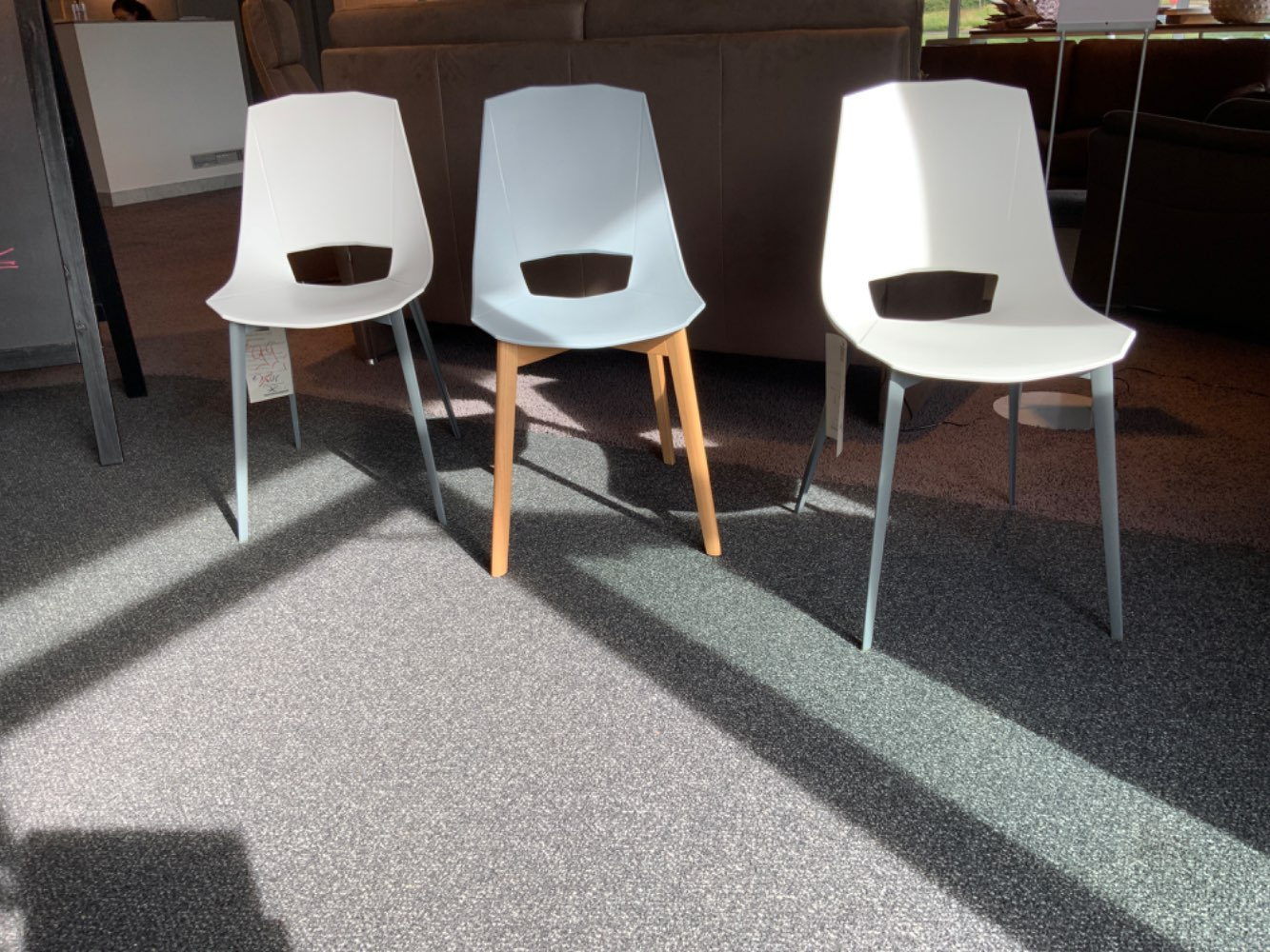 Stuhl RaumFreunde Oda Kunststoffschale abwischbar weiß der grau Gestell Metall oder Eiche
