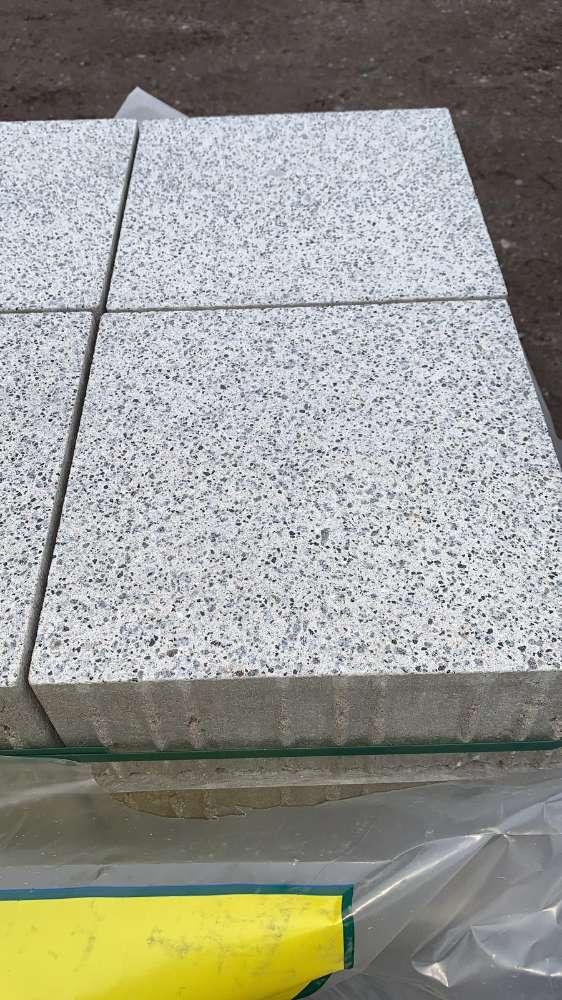 Vianova Pflaster 30x30x12 cm platinhell geschliffen & gestrahlt (Restposten)