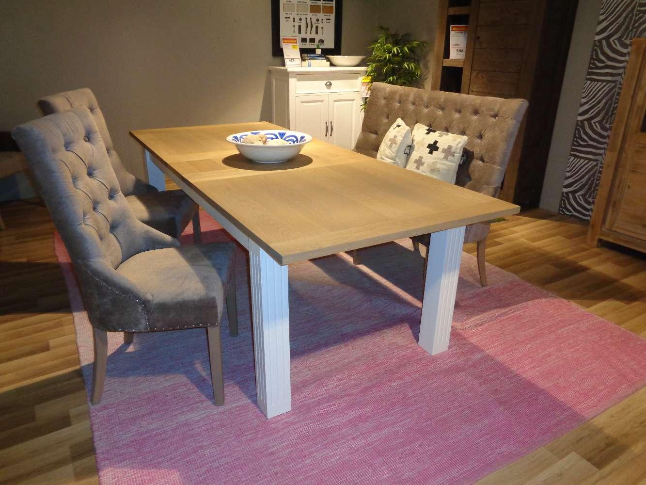 Essgruppe mit ausziehbarem Tisch, einer Bank und 2 Stühlen