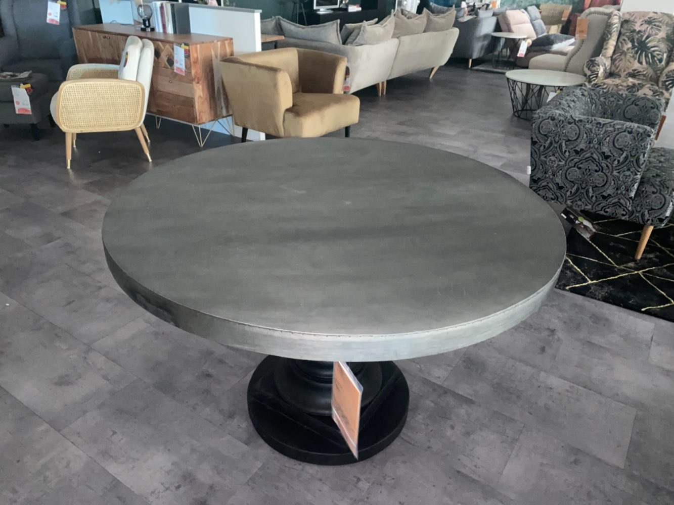 Möbel  Esstisch in grau