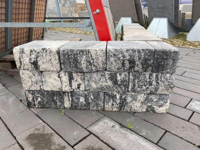 Burgmauer bossiert 24x24x12,5 anthrazit-weiß  2-seitig bosiert (Restposten)