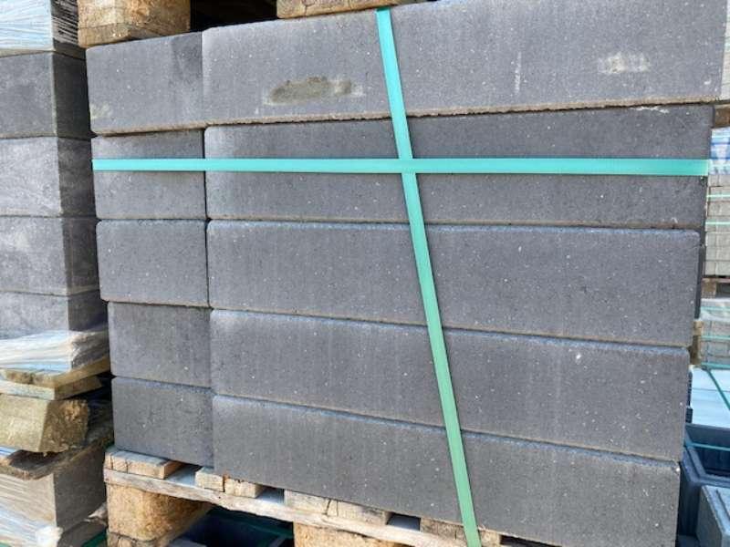 Trend-Line Long Abschluss Stein Mauerstein anthrazit glatt 57x19x12 cm (2.Wahl)