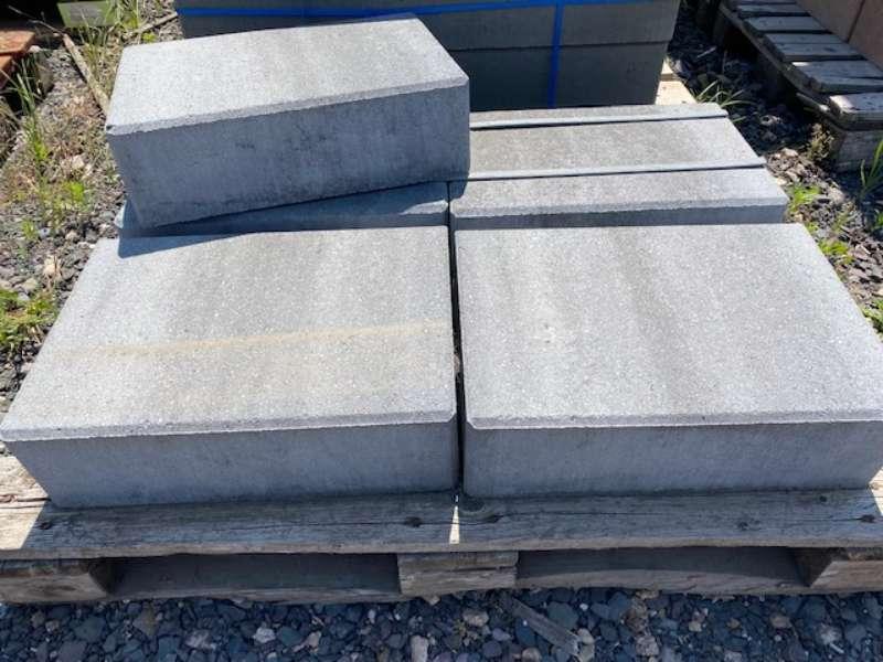 JASTO Blockstufe 50x35x15 anthrazit-weiß   (2.Wahl)