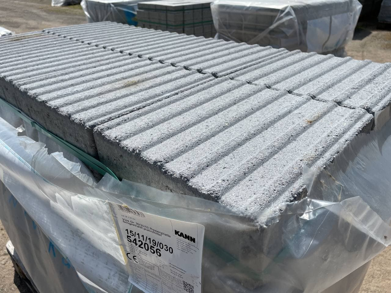 Vios Rippenplatte 30x30x10 cm Platinmittel gestrahlt