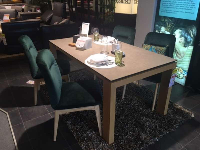 Tisch mit Ausziehplatte und 4 Stühlen