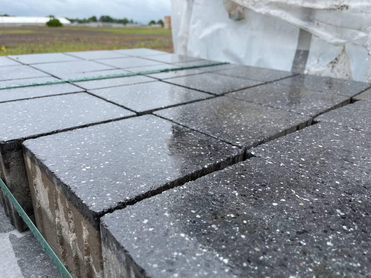 Vianova Pflaster 15x15x10 cm Platindunkel geschliffen & gestrahlt (Restposten)