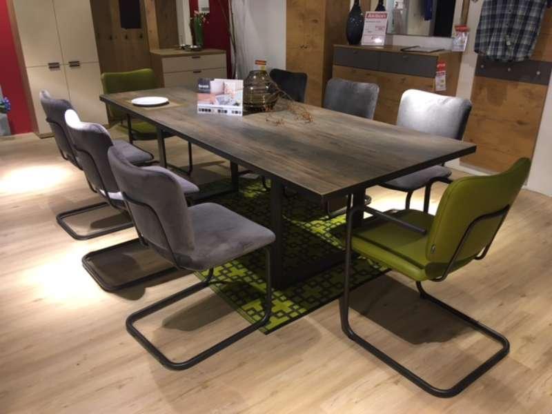 Essgruppe mit Tisch und 8 Stühlen