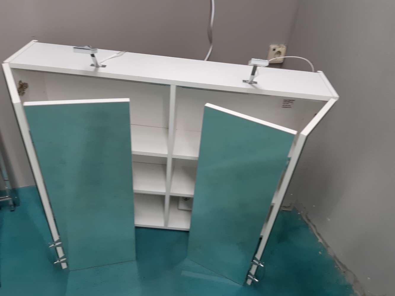 Spiegelschrank  / Badschrank  statt 249€
