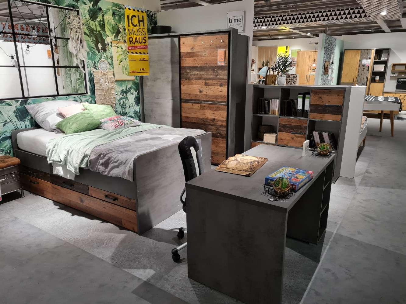 Jugendzimmer Braun-Old style Dunkel, Grau-Betonoptik mit Schrank+ Passepartoutrahmen, Bett, Schreibtisch, Wandboard und Regal Schlafzimmer XXXLutz