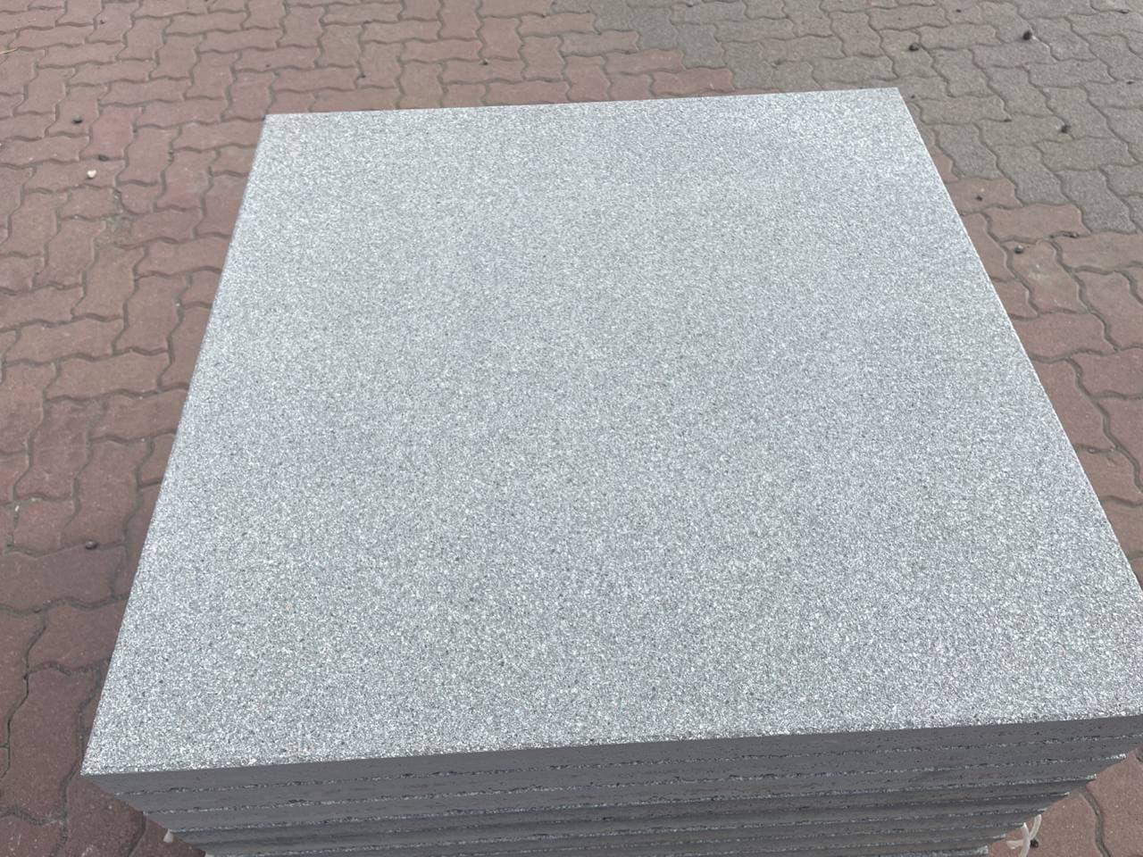 Zena Platten 80x80x5 cm Granitgrau geschliffen & kugelgestrahlt (2.Wahl)