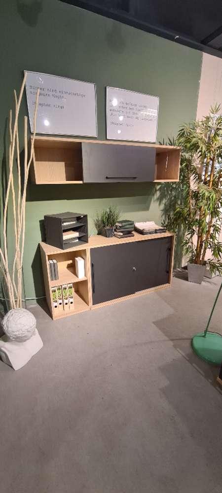 Schreibtisch mit Counter und Sideboard