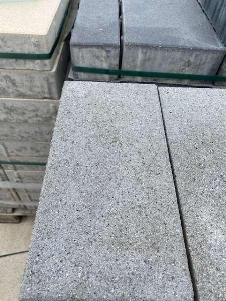 Vios Pflaster 30x15x10 cm grau feingestrahlt (Restposten)