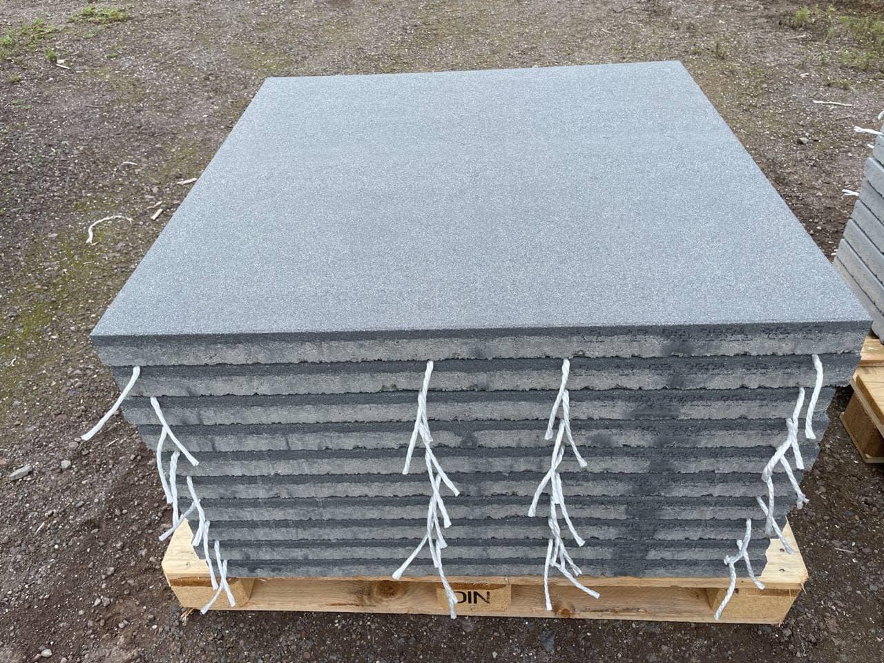 Vios Terrassenplatten 100x100x5,5 cm anthrazit feingestrahlt (2.Wahl)