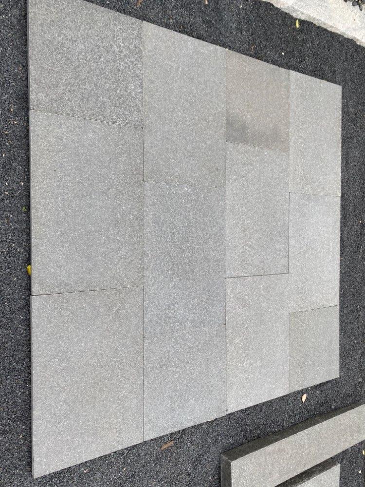 Terrassenplatten Naturstein anthrazit-schwarz